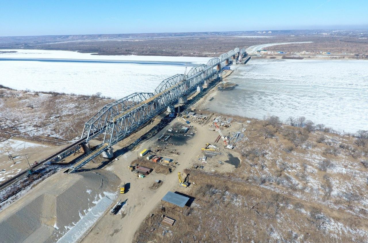 Мост нечетного пути и строительство моста четного пути.jpg