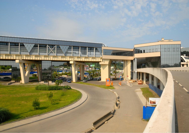 останов. павильон  аэропортовый комплекс Сочи-Адлер.jpg
